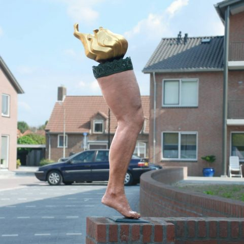 Lopend Vuurtje, bronzen beeld